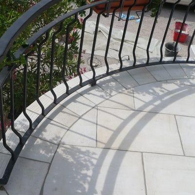 Carrelage de terrasse avec découpes arrondies